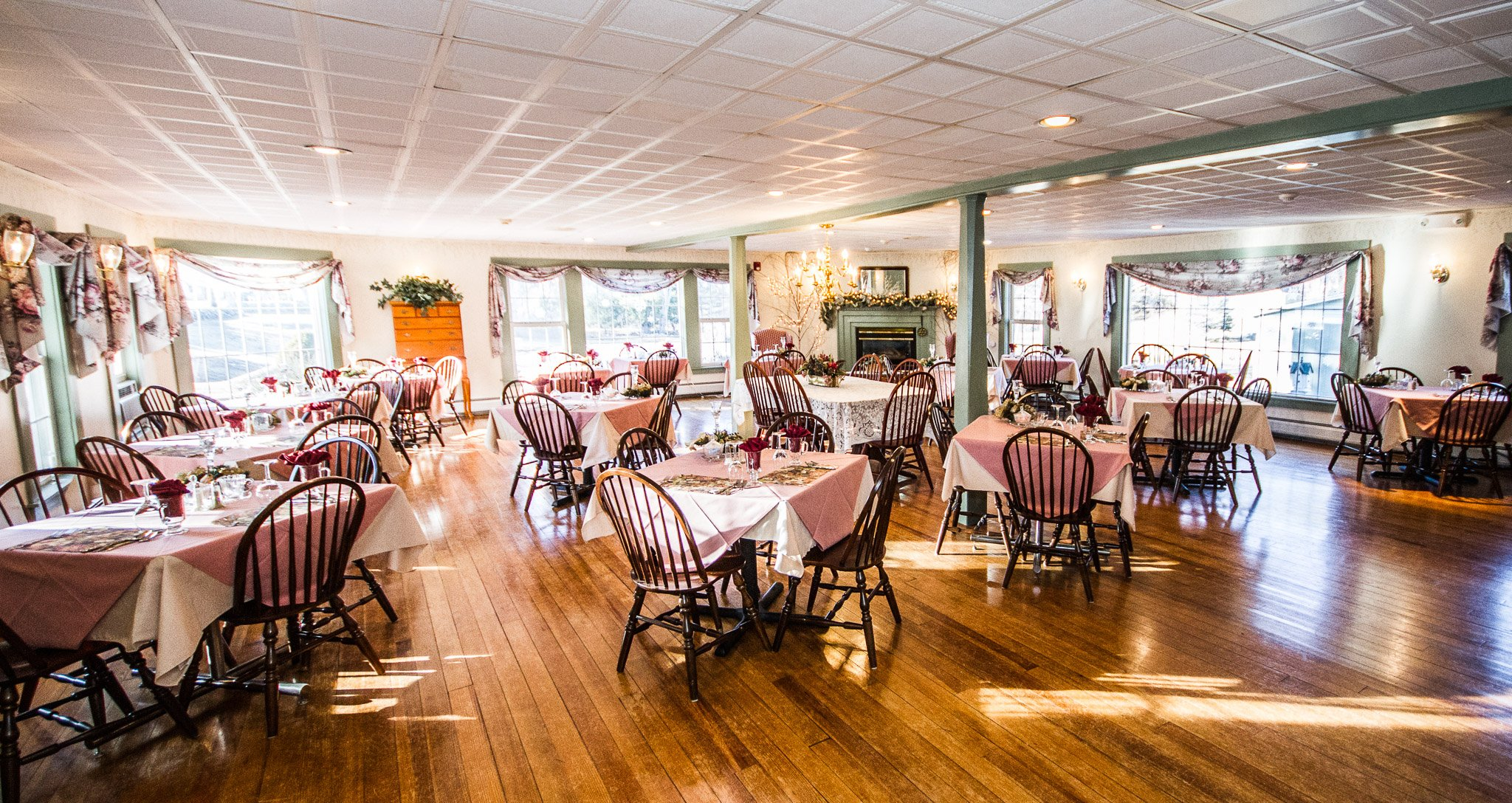 Small wedding venues in NH - Rosewood Country Inn Dining Room