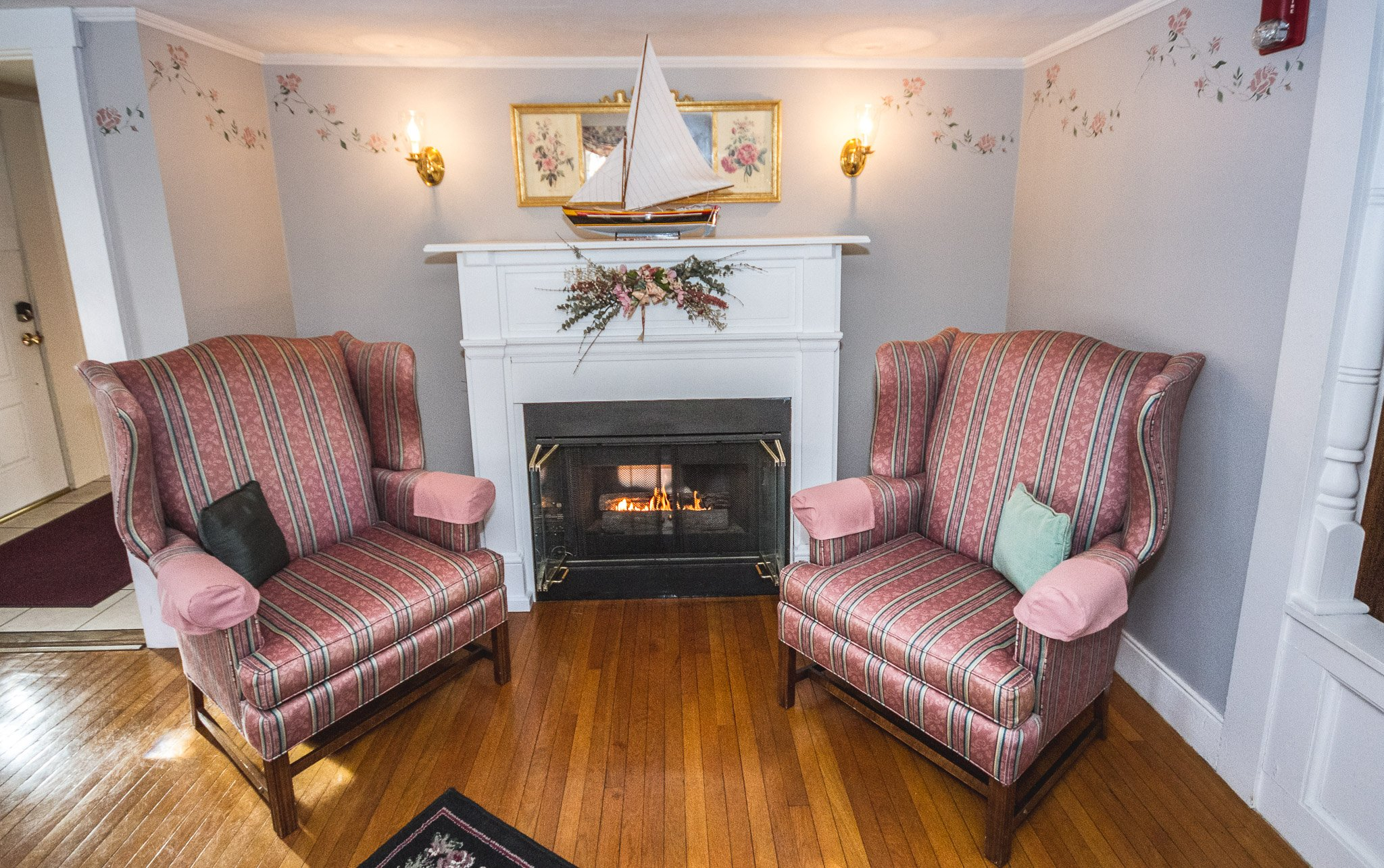 Rosewood Country Inn Bradford NH - Living Room Suites